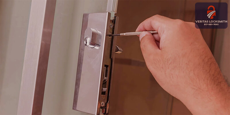 lockout locksmith - Veritas Lock and Key